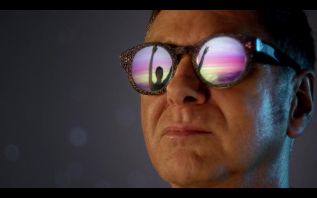 Extrait du clip les flocons d'été de l'artiste Étienne Daho réalisé par Romain Winkler - lunette Lag