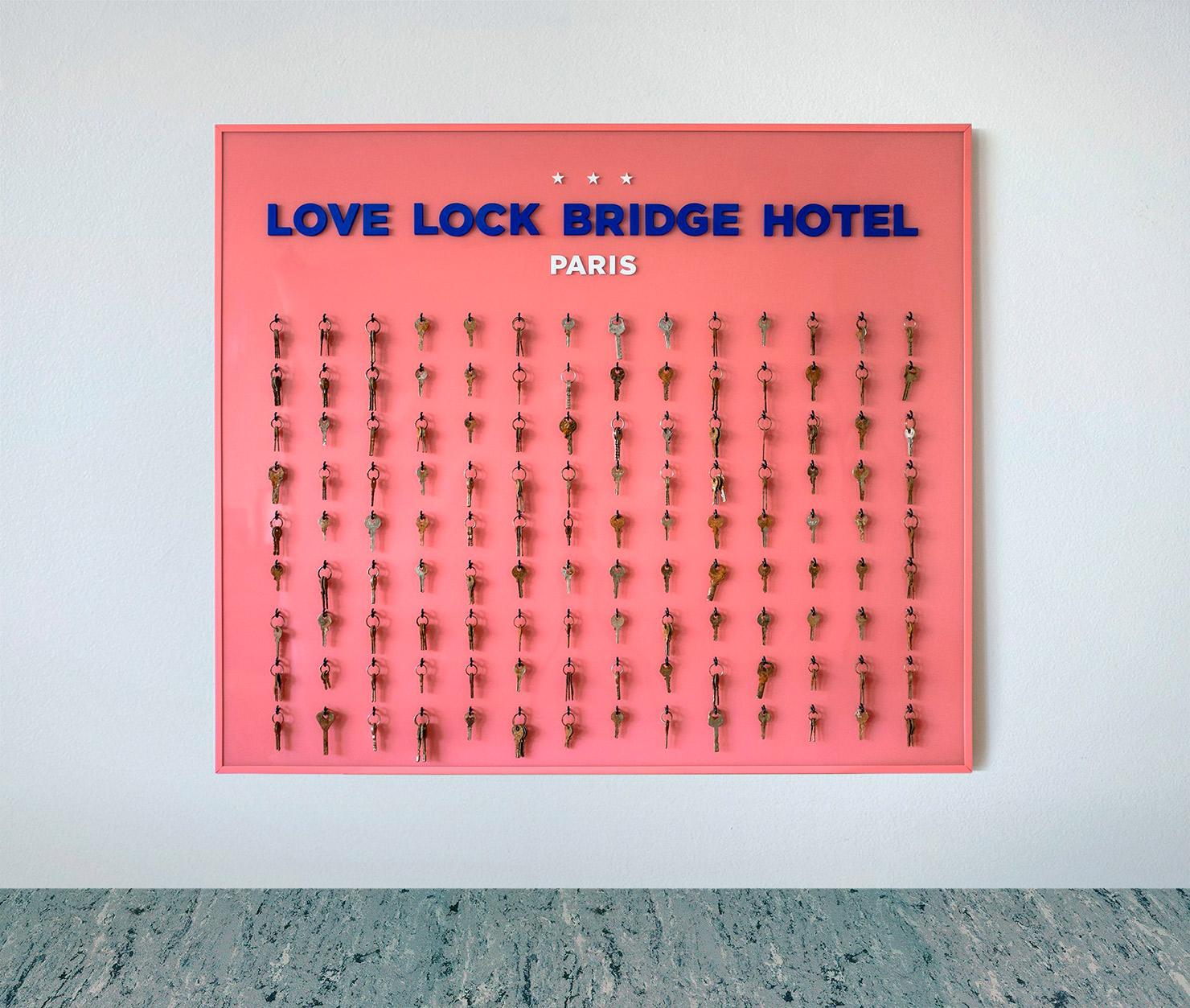 L'oeuvre love lock bridge hotel réalisée par jonathan bréchignac